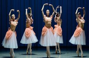 Khám phá cuộc sống khổ luyện của các vũ công Ballet trẻ ở Nga