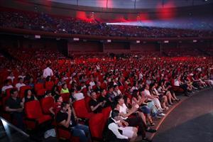 """Tin ảnh: Cộng đồng Việt Nam tại Nga háo hức đi xem đêm nhạc chủ đề """"Giấc mộng đêm hè"""""""