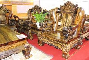 Giật mình trước những bộ bàn ghế xa hoa tiền tỷ của đại gia Việt