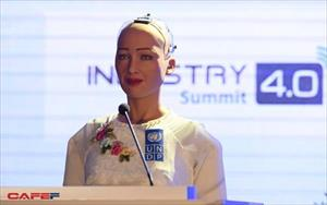 Những hình ảnh ấn tượng của Sophia - Robot có quyền con người đầu tiên tại Việt Nam trong tà áo dài