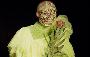 """Mỹ nhân người Nga tạo trend makeup """"độc lạ"""": Chỉ bằng rau củ nhưng lại đẹp đến mê hồn"""