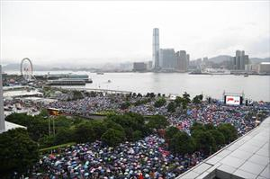 Trên 470.000 người dân Hong Kong tuần hành phản đối bạo lực