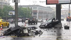 Moskva: Siêu xe gặp tai nạn kinh hoàng trên đường ướt