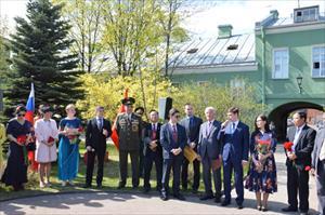 Hoạt động kỷ niệm sinh nhật Bác tại thành phố Xanh Pê-téc-bua, Nga
