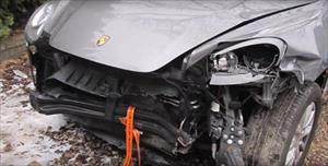 """Xem """"đống sắt vụn"""" Porsche Cayenne hồi sinh thần kỳ dưới tay thợ máy Nga"""