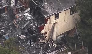 Máy bay Mỹ đâm vào nhà dân, ít nhất 2 người chết