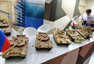 [ẢNH] Loạt mô hình thiết giáp tối tân của Nga trưng bày ngay tại Hà Nội