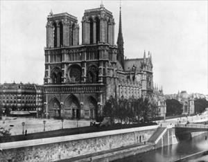 Nhà thờ Đức Bà Paris: 8 thế kỷ thăng trầm trước khi bị lửa dữ nuốt chửng
