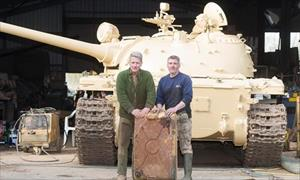 Nhà sưu tập Anh tìm thấy 25 kg vàng trong xe tăng cũ