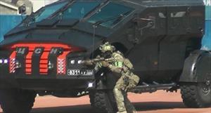 Xe bọc thép siêu dị của Nga phô diễn khả năng diệt khủng bố