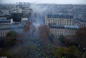 Ảnh: Bãi chiến trường giữa thủ đô Paris (Pháp) hoa lệ sau bạo loạn