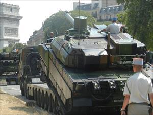 Pháp mang tăng siêu hạng AMX-56 đến sát biên giới Nga