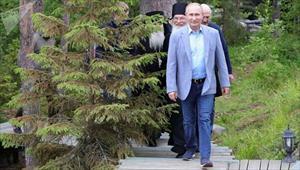 Hé lộ công nghệ đặc biệt trên đôi giày của Tổng thống Nga Putin