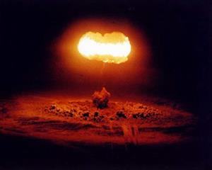 Trung Quốc doạ sử dụng bom neutron nếu Mỹ phát động chiến tranh