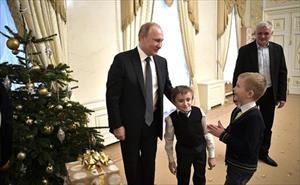 Tổng thống Putin đích thân làm tài xế, biến ước mơ của cậu bé mắc bệnh xương thủy tinh thành hiện thực