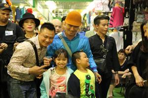 Đoàn nghệ sĩ giao lưu với bà con người Việt tại TTTM Matxcơva và Sadovod