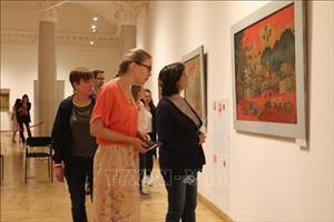 Tranh sơn mài Việt Nam đến với công chúng yêu nghệ thuật Nga