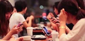 Người Việt dùng điện thoại chủ yếu để chơi game, vào Facebook