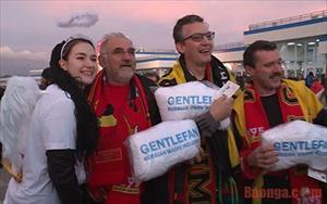 Tin video: Sự hiếu khách của người Nga chào đón cầu thủ và các cổ động viên Bỉ