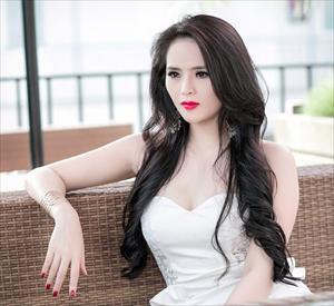 Lại Hương Thảo khoe nhan sắc tuổi 22