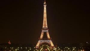 Tháp Eiffel đóng cửa vì nạn móc túi