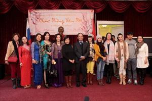 Đoàn ca sĩ, nghệ sĩ chương trình Tết Xa Quê gặp gỡ, giao lưu tại ĐSQ Việt Nam tại LB Nga