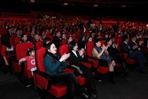 Tin ảnh: Khán giả Mátxcơva đến xem chương trình ca nhạc Tết Xa Quê 2014