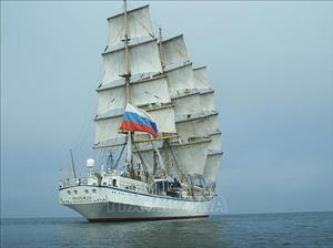 Kịp thời đưa hai nữ thuyền viên người Nga gặp sự cố trên biển vào bờ cấp cứu