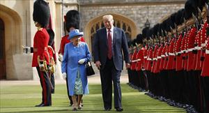 Nữ hoàng Anh nói trực thăng của Tổng thống Trump hủy hoại bãi cỏ trước điện Buckingham