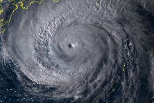 """Nhật Bản """"nín thở"""" trước siêu bão Hagibis sẽ đổ bộ cấp mạnh nhất"""