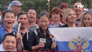 Người hâm mộ Việt Nam cổ vũ cho đội tuyển Nga
