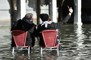 [ẢNH] Ngập lụt kỷ lục, người dân thành phố Venice vẫn vui vẻ chụp ảnh