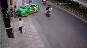Taxi Mai Linh lao xe gây va chạm để chặn tên cướp táo tợn
