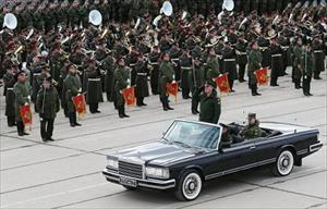 Giữa muôn trùng vây, Nga kiêu hãnh diễu binh hoành tráng nhất