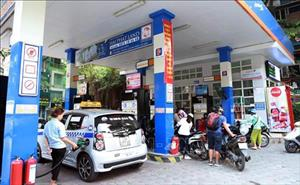 Giá xăng tăng mạnh quanh mức 1.400 đồng/lít